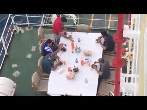 Gemide Akşam Yemeği
